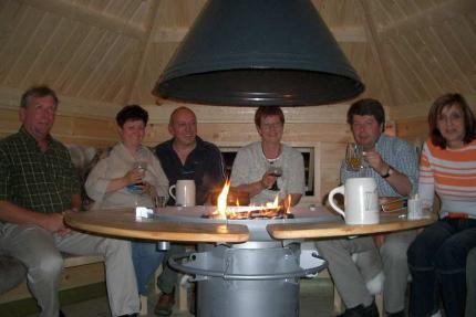 In unserer finnischen Kota haben schon viele Urlaubsgäste schöne Abende verbracht