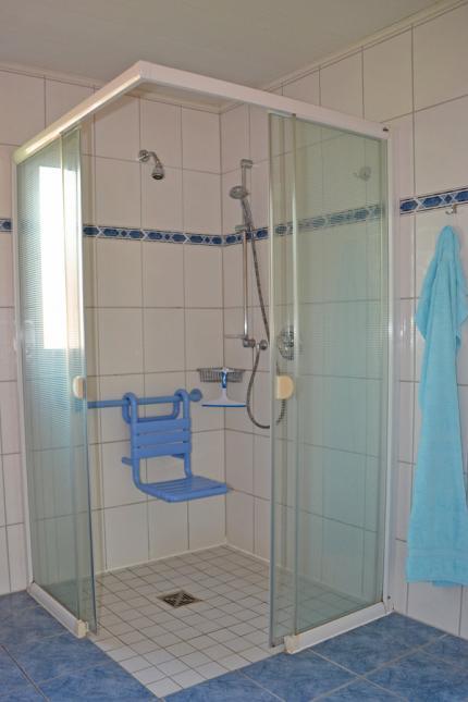 große befahrbare Dusche