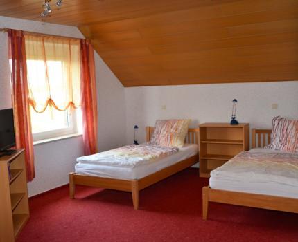 Zimmer Nr. 3 mit zwei Einzelbetten